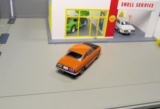 tomica limited vintage isuzu bellett orange