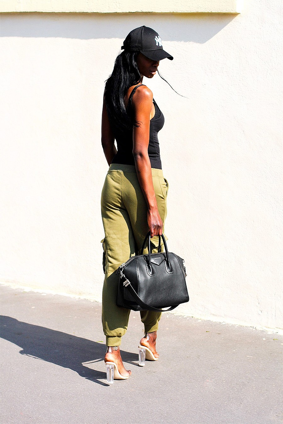 pantalon-kaki-militaire-tendance-sac-givenchy-antigona-body