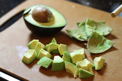 Küp Şeklinde Avokado Salatası Hazırlamak ve Sos Tarifleri