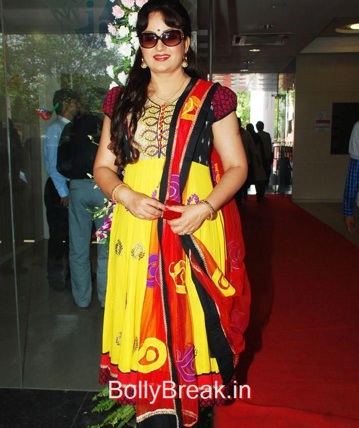 Upasana Singh, Hot HD Images of Juhi Chawla Upsasana Singh at 'Chalk N Duster' Mahurat