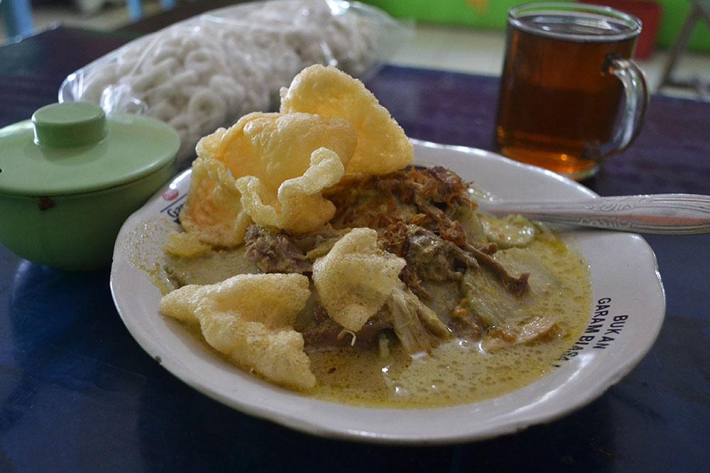 Legenda Kuliner Cilacap Lontong Opor Pak Mul Blog Penyuka
