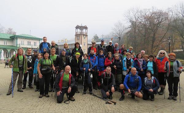 Grupa na deptaku w Iwoniczu-Zdroju.