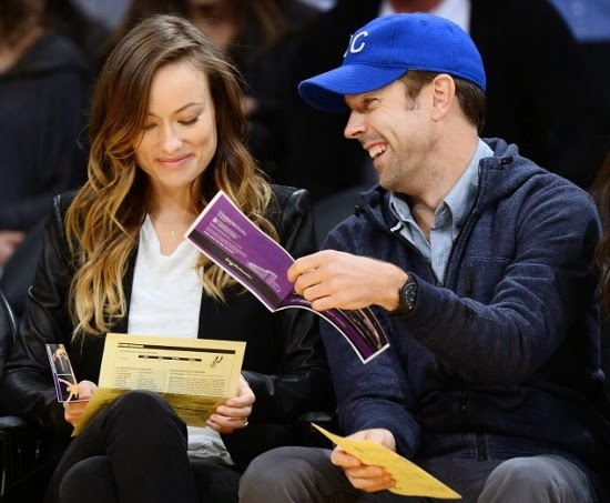 paparazzi,Olivia Wilde and Jason Sudeikis a basketball game