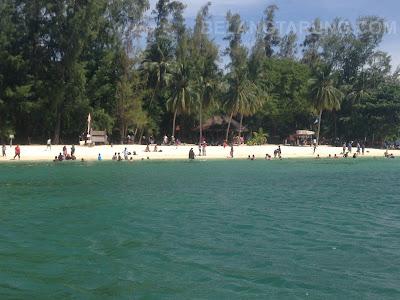 Pantai Bersih Beras Basah Pelancong