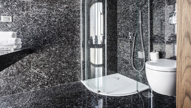 Athens Was baño de marmol negro chicanddeco