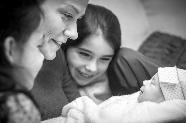 Marzo - 'Primera sonrisa' de Carlos Larios
