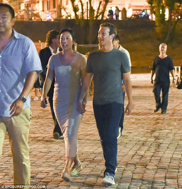 Facebook founder Zuckerberg and wife hang out in Rome