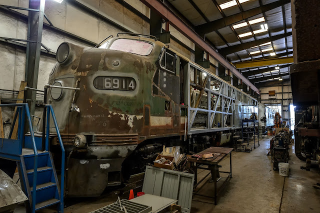 Southern Crescent EMD E8A 6914 getting restored