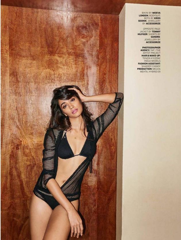 [Image: Pooja-Hegde-in-Two-Piece-Bikini-Photos-2.jpg]