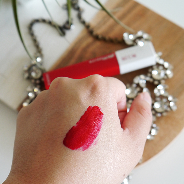 Swatch of Maybelline Super Stay Matte Ink lipstick in classic red 'Pioneer'