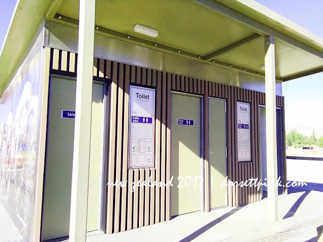 http://www.dorsettpink.com/2017/08/public-toilet-at-lake-tekapo-newzealand.html