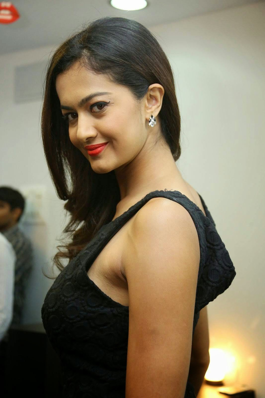 Actress Shubra Aiyappa Unseen Stills, Shubra Aiyappa Sexy Hot Figure images in Black Dress
