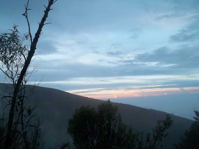 senja di gunung prau