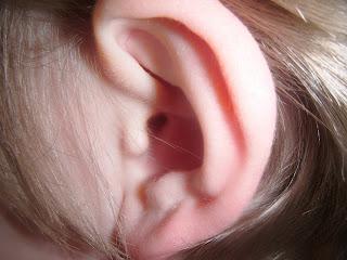 Cara Bersihkan Telinga Dengan Betul Tanpa Putik Kapas