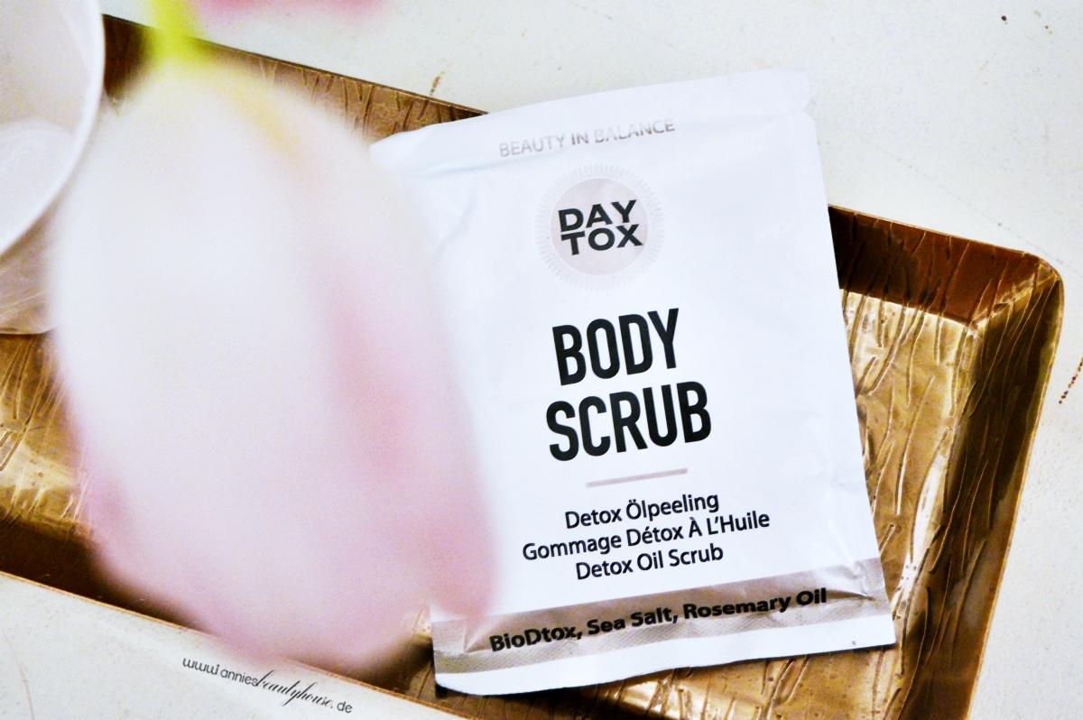 DAYTOX Body Scrub Sachét Detail product photo