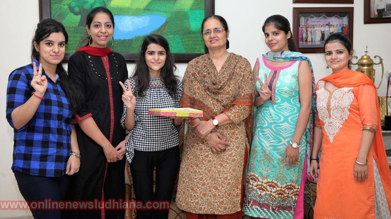 College Principal with Toppers