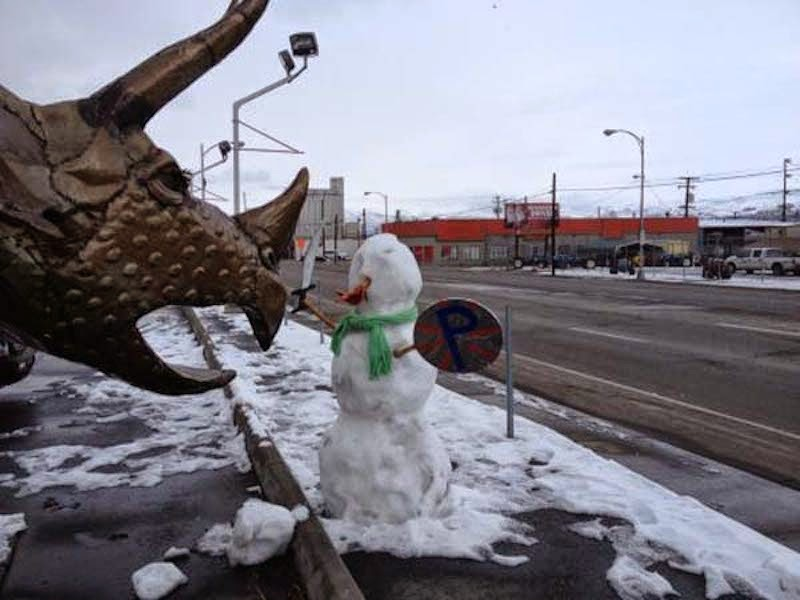 9. That's one tough snowman! Santa sure would be proud. Let's just hope that's not a fire breathing dragon, otherwise it's only a matter of seconds before Mr. Snowmen goes bye-bye. - 23 Times Pedestrians Messed With Statues...And It Was Downright Hilarious