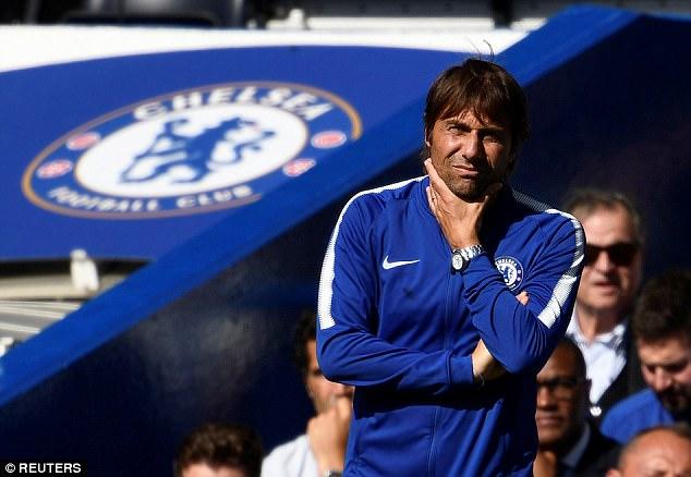 Chelsea bị đuổi 2 người, Conte phát biểu sốc