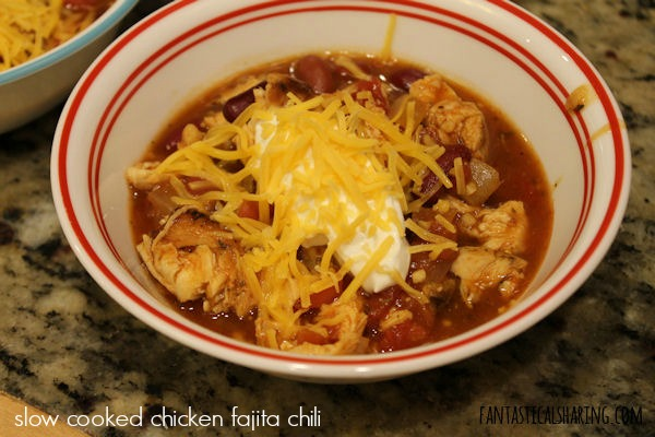 Slow Cooked Chicken Fajita Chili #recipe #chili #chicken #maindish #crockpot #slowcookers