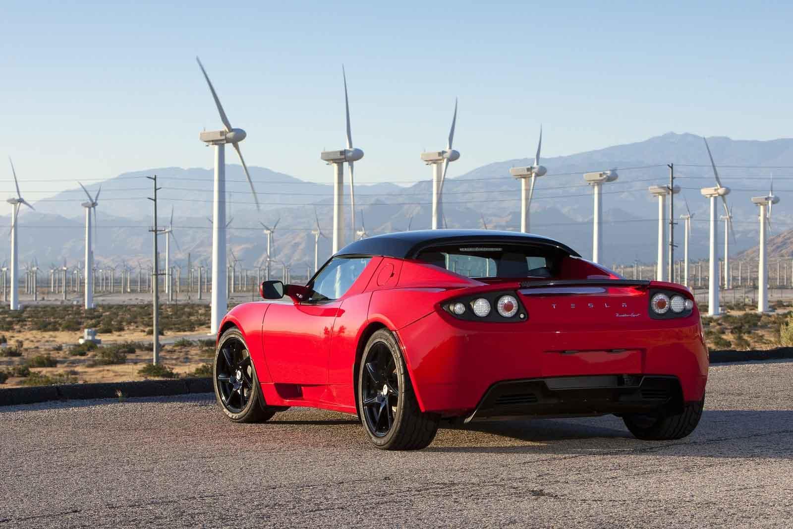 Một chiếc Tesla mang dáng dấp siêu xe