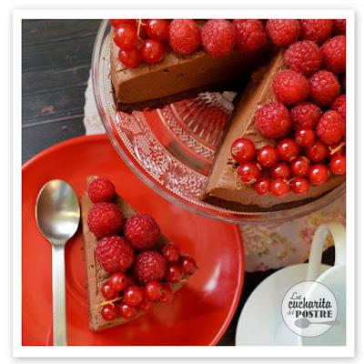 Tarta De Queso De Chocolate Con Frutos Rojos / Chocolate Cheesecake With Red Berries