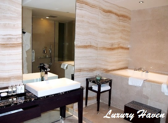 grand park orchard hotel presidential suite bathroom