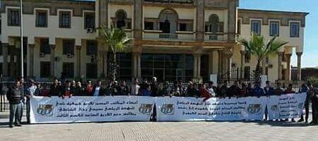 وقفة احتجاجية لأنصار فريق النهضة الرحالية أمام مقر عمالة برشيد