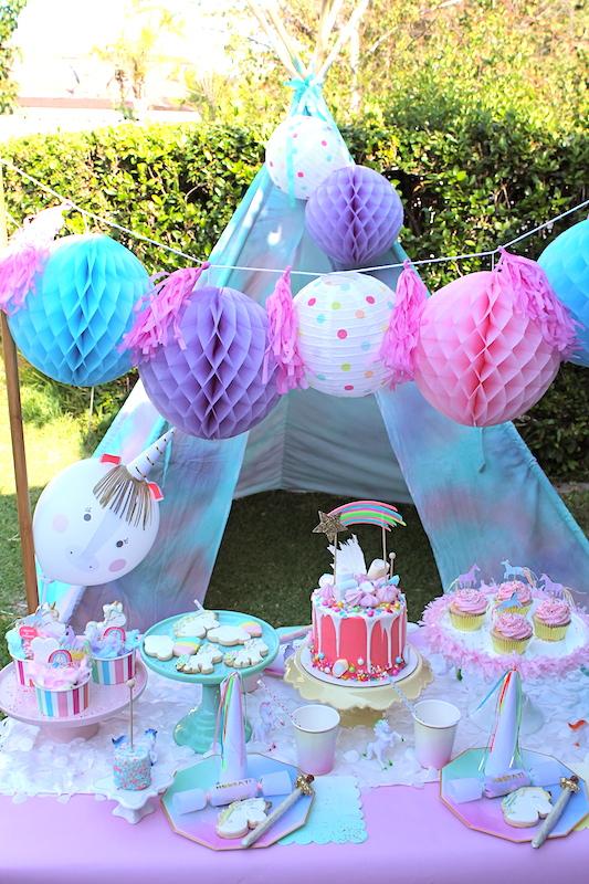 LAURAS Little PARTY