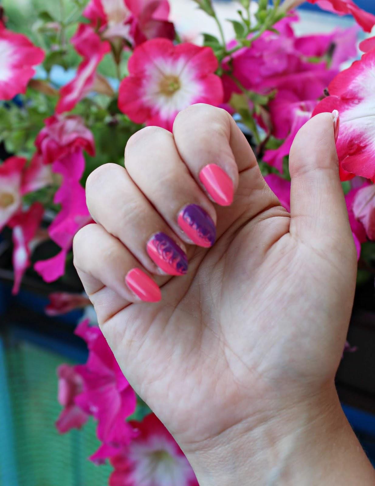 Szybkoschnący lakier do paznokci SALLY HANSEN INSTA-DRI - pięknie pomalowane i trwałe paznokcie bez hybrydy