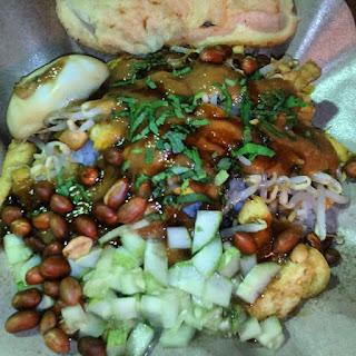 Nasi Lengko makanan khas cirebon yang cocok di jadikan oleh oleh