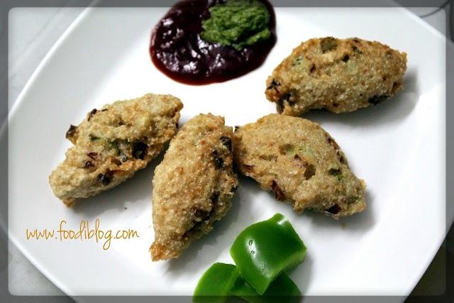 Rolled Oats and Capsicum Fritters (Oatmeal Bhajji)
