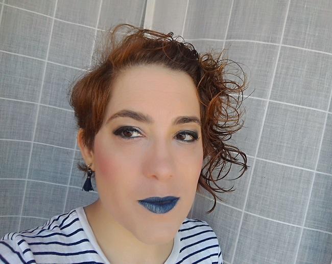Maquillaje con labios azules