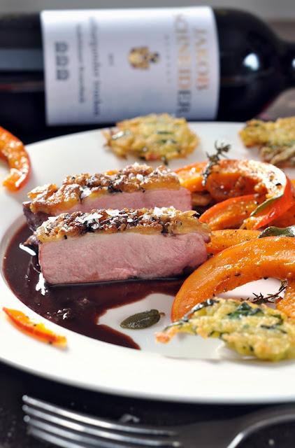Entenbrust auf Portweinsauce mit Kürbisspalten und Spätburgunder