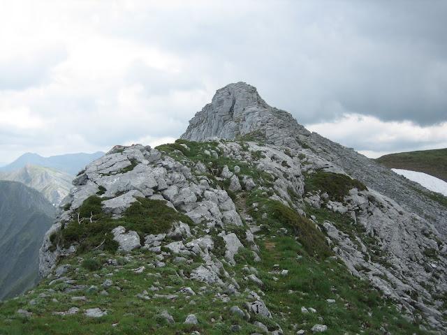 Rutas Montaña Asturias: Llegando a la cima del Pico Faro