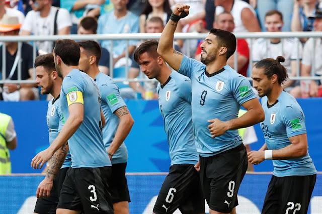 Suárez comemora o primeiro gol da partida entre Uruguai e Rússia na copa do mundo 2018