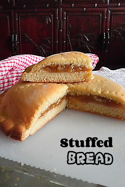 Stuffed Bread Recipe @ treatntrick.blogspot.com