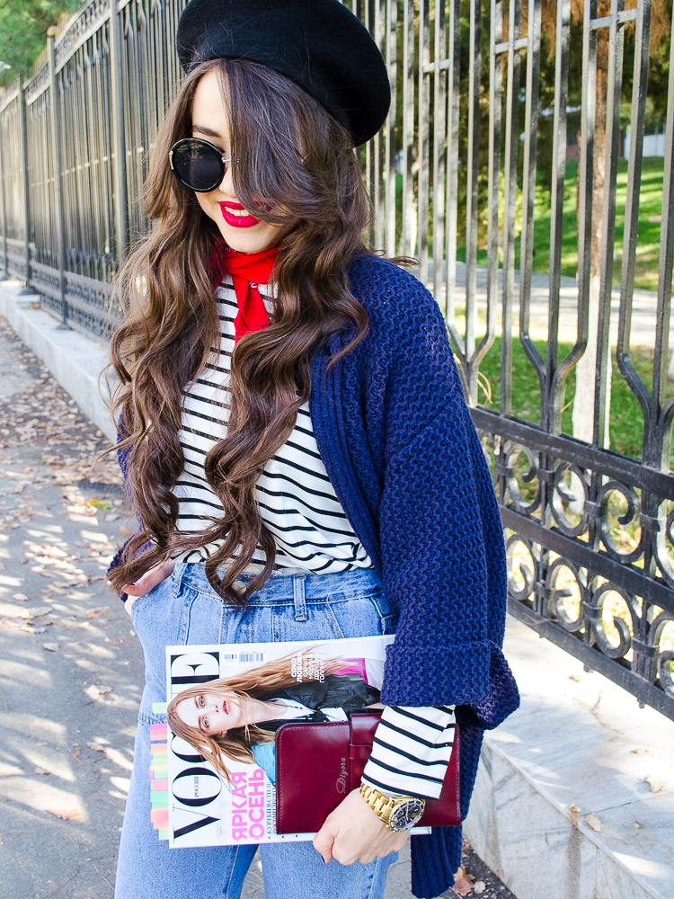 fashion blogger diyorasnotes france look white sneakers paris style stripped longsleeve red lips beret mom jeans