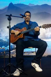 Pátio Alcântara apresenta  Happy Hour dos Namorados  com Evandro Marinho 0bdd6bb6c8b