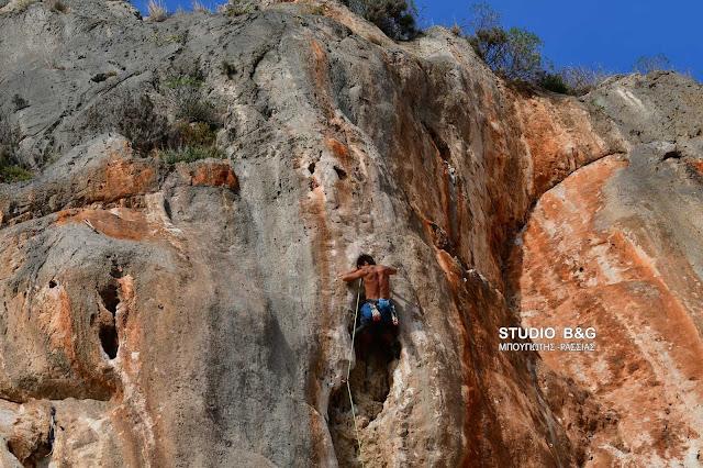 Η φωτογραφία της ημέρας: Στα βράχια της Αρβανιτιάς