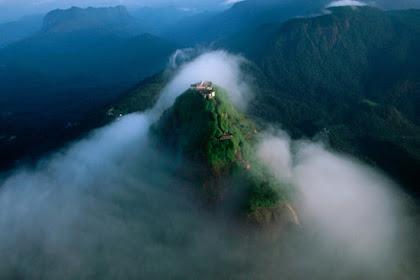 Jejak Kaki Nabi Adam di Puncak Gunung Sri Lanka