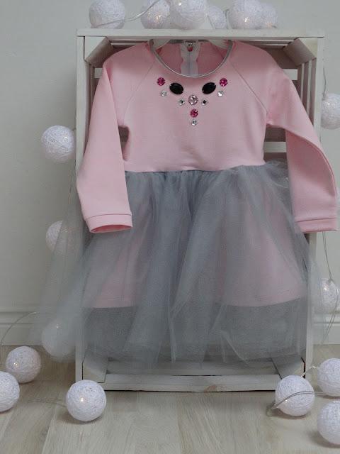 sukienka dla dziewczynki z kamyczkami 1