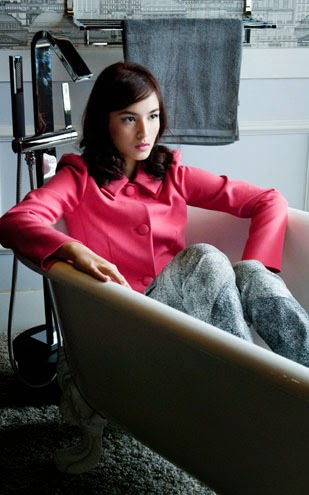 Chelsea Islan Red Dress in Bathtub Pictures