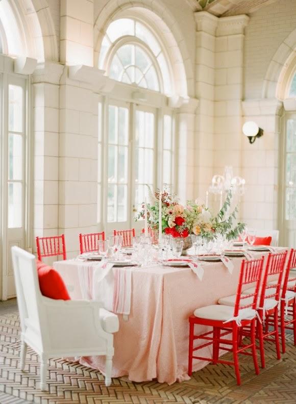 boda muy chic en blanco y rojo