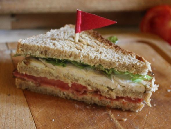 https://cuillereetsaladier.blogspot.com/2013/06/sandwichs-club-presque-traditionnels.html