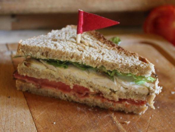 https://cuillereetsaladier.blogspot.com/2013/06/sandwichs-club-presque-traditionnels.html