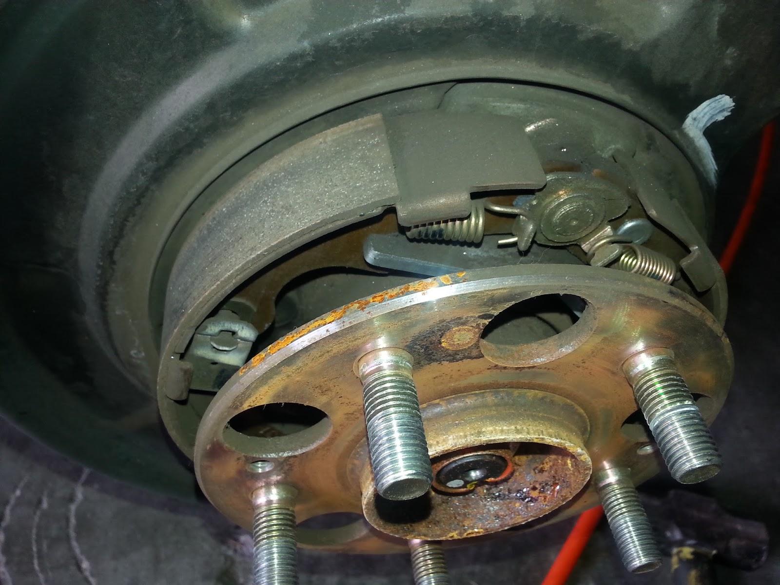 Corolla DIY: DIY Replace Rear Brakes and Rotors 2000 Honda CRV