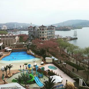 Condominio y piscina en Gyeongju