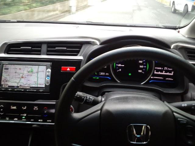 ホンダスムーズレンタカーでレンタルした車の車内の様子です。