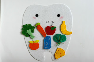 Felt playset Happy tooth - Sad tooth for sorting Good and Bad food for teeth. TomToy handmade in Israel, Educational material