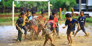 4 Fenomena yang Membuat Cowok Heran. Kasihan Para Pemuda Sekarang Hidupnya Seperi Opini!